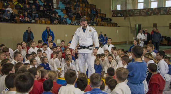 В Керчи прошел мастер-класс с заслуженным мастером спорта России по дзюдо