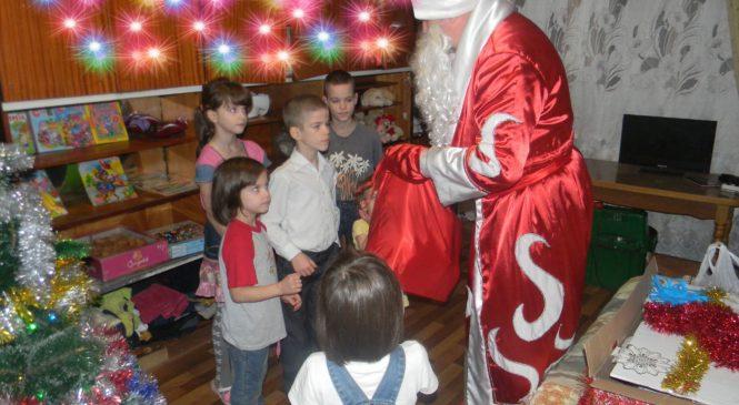 Депутат Валерий Арустамян провел акцию «Подарок Деда Мороза»