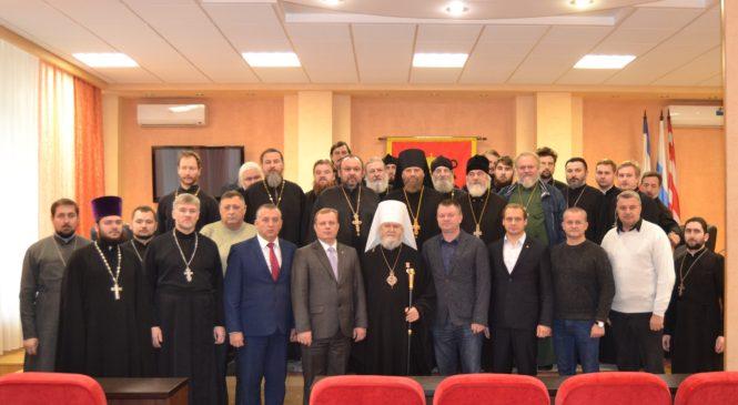 В Керченском горсовете прошла торжественная встреча, посвященная 45-летию служения Владыки Платона в архиерейском сане