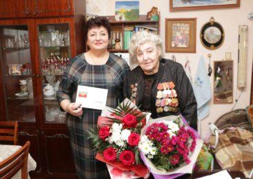 Ольга Солодилова поздравила ветерана ВОВ с 90-летним юбилеем