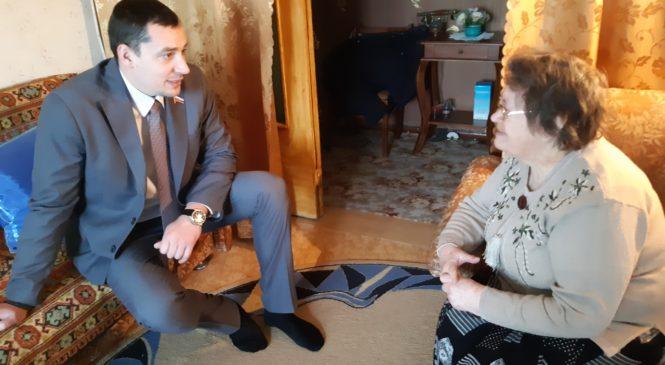 Депутат городского совета Павел Шпехт поздравил ветеранов с Новым годом