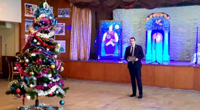 Депутат горсовета Павел Шпехт посетил новогодние утренники в учреждениях образования своего округа