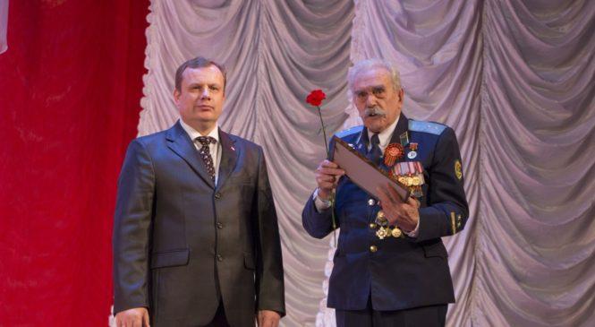 Керчан поздравили с Днем защитника Отечества