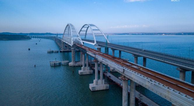 На Крымском мосту уложена половина рельсов