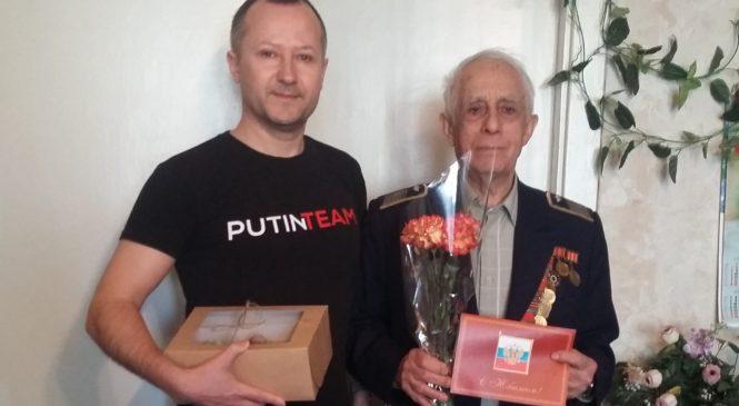 Депутат горсовета Вадим КУТУЗОВ поздравил ветерана ВОВ с 90-летним юбилеем