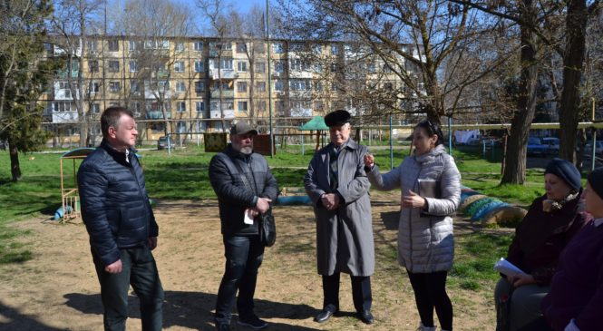 Депутат горсовета Дмитрий АНДРОПУЛО провел встречу с жителями на улице Кирова