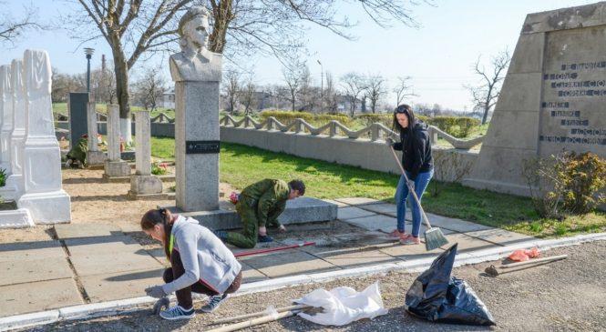 Добровольцы Керчь-Еникальского общества истории и древностей отметили юбилей