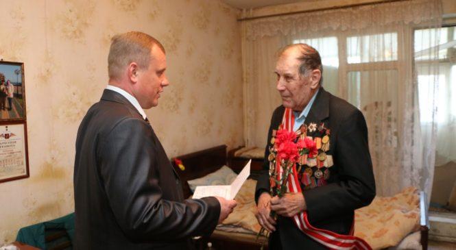 Глава муниципального образования поздравил защитников Керчи с Днем освобождения