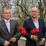 Делегация из Южной Осетии возложила цветы к братской могиле