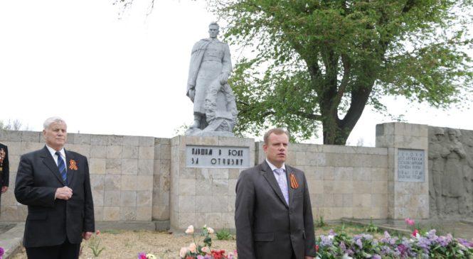 Керчане почтили память ушедших в Великой Отечественной войне