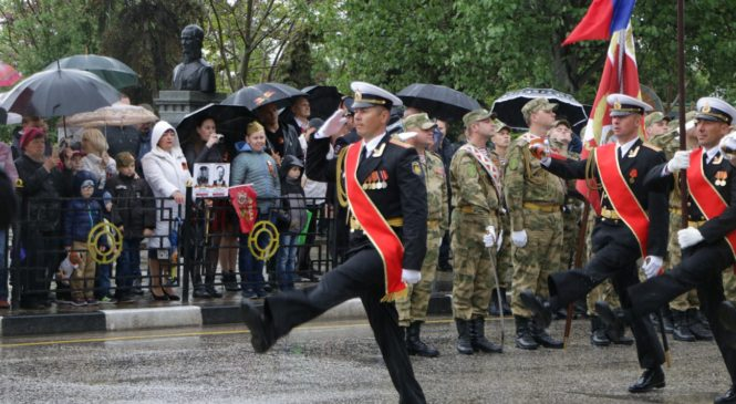 В Керчи прошел Парад Победы