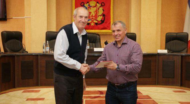 Председатель Госсовета Крыма наградил медиков, оказывавших помощь после трагедии в Керченском политехе