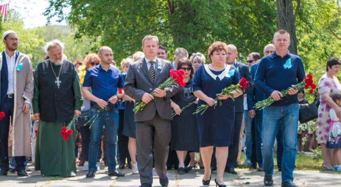На привокзальной площади Керчи почтили память депортированных по национальному признаку