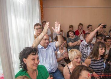 Депутат Владимир БАТУРЕНКО привез на выпускной в детский сад «Капелька» сладкие подарки