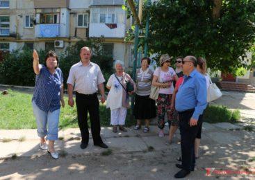 Прошел сход граждан во дворе многоквартирного дома по улице Нестерова, 10