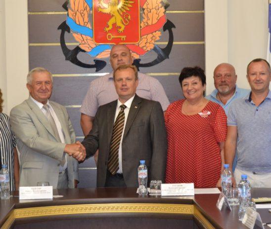 В горсовете прошло заседание круглого стола делегации Саратовской городской Думы с руководством города Керчи