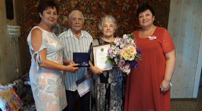 Ольга СОЛОДИЛОВА поздравила супругов ЖИЛИНЫХ с Днем семьи, любви и верности