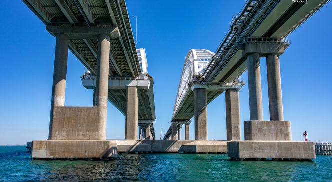 Помогли в шторм: на стройплощадке Крымского моста демонтируют рабочие мосты