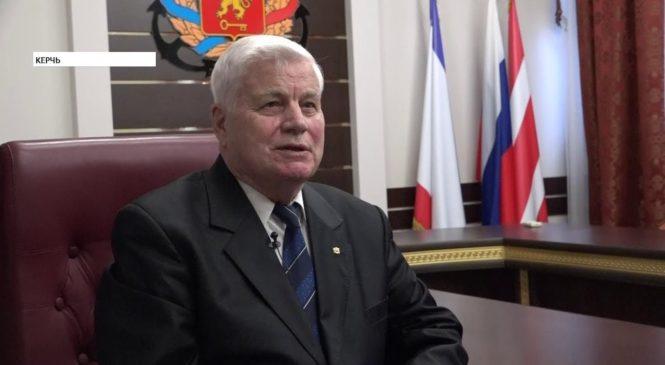Николай ГУСАКОВ поздравил с 88-летием почетного гражданина города-героя Керчи – Николая КИТИКОВА