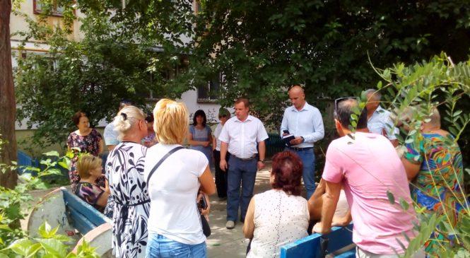Николай ГУСАКОВ провел сход граждан по адресу улица Маршала Еременко, 43