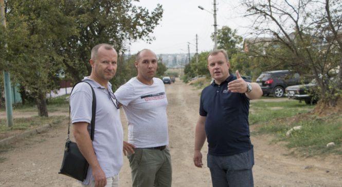 Николай ГУСАКОВ провел выездное совещание по проблемным вопросам жителей ул. Бодни