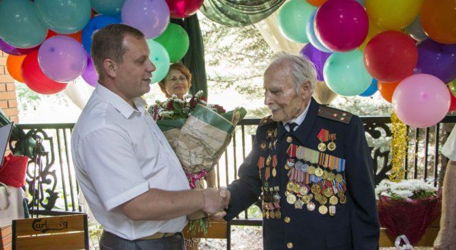 Глава муниципального образования поздравил со 100-летним юбилеем ветерана Михаила Федотовича КОЛЬЧЕНКО