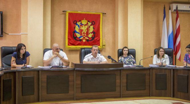 В Керчи прошли публичные слушания по проекту планировки и проекту межевания территории керченской набережной