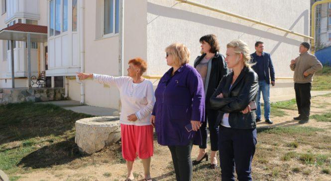 Мая ХУЖИНА ознакомилась с обращениями граждан по мажоритарному округу № 11