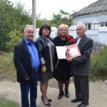 Глава муниципального образования Мая ХУЖИНА поздравила с 80-летним юбилеем ветерана Анатолия СЛОНОВА