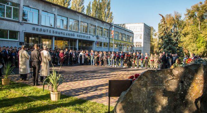 В Керчи почтили память жертв трагедии в политехническом колледже