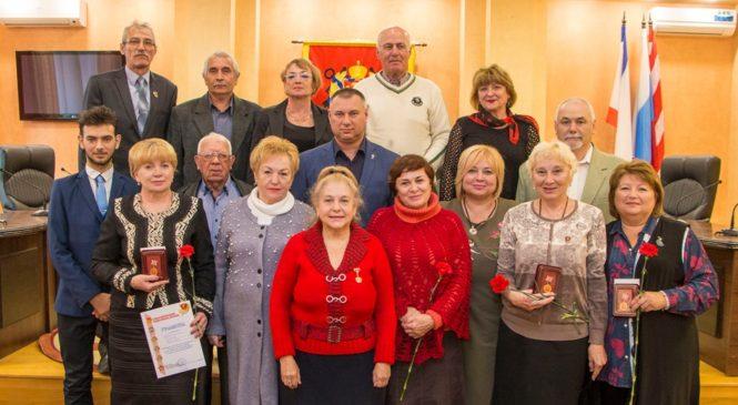 В горсовете прошла торжественная встреча, посвященная 101-летию ВЛКСМ