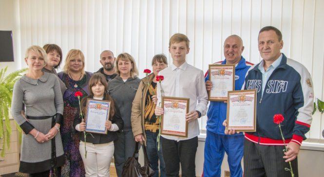 Мая ХУЖИНА вручила награды юным керченским чемпионам единоборств