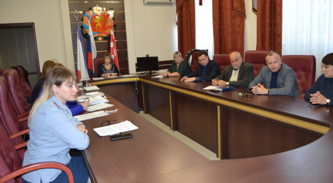 В Керченском городском совете прошло заседание комиссии по делам несовершеннолетних