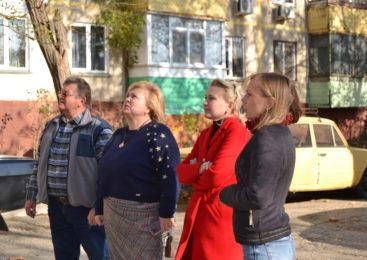Мая ХУЖИНА провела выездное совещание по обращению жителей дома по улице Блюхера, 4
