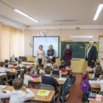 Мая ХУЖИНА подарила учащимся школ билеты на детский спектакль