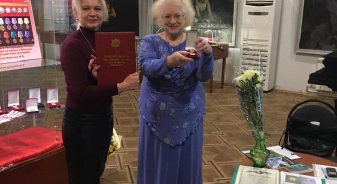 Лариса ЩЕРБУЛА поздравила керченских литераторов