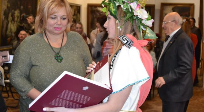 В Керченской картинной галерее презентовали каталог «Керченский вернисаж»