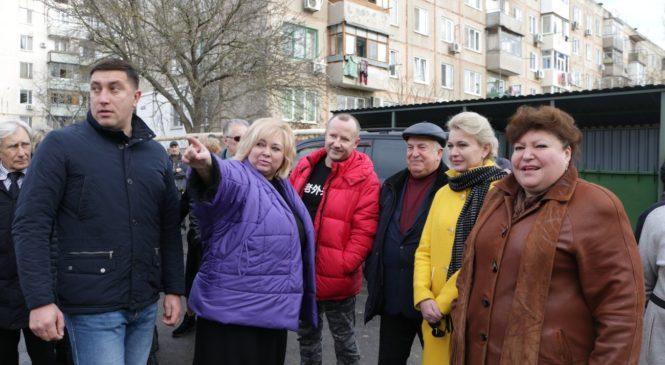 В Керчи торжественно открыли реконструированный квартал в границах улиц Мирошника и Бувина