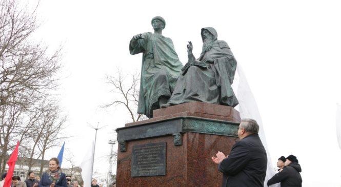 В Керчи открыли памятник князю Глебу Святославовичу и игумену Никону Печерскому