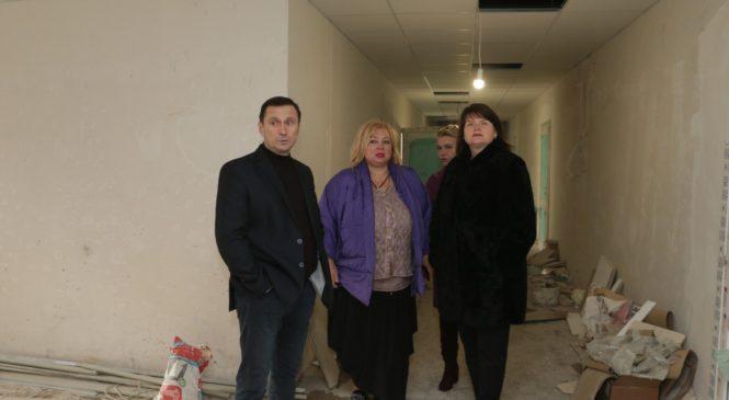 Мая ХУЖИНА осмотрела ход реконструкции Керченской городской больницы №1