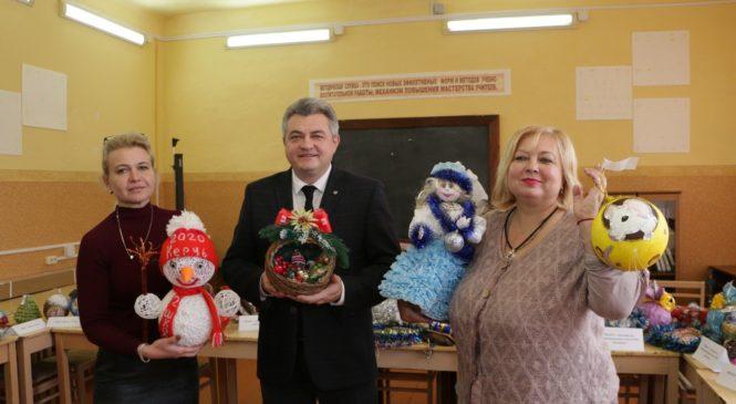 В Керчи выбрали лучшую ёлочную игрушку, сделанную руками школьников
