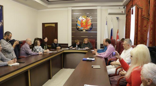 Мая ХУЖИНА провела встречу с блогерами и лидерами общественного мнения