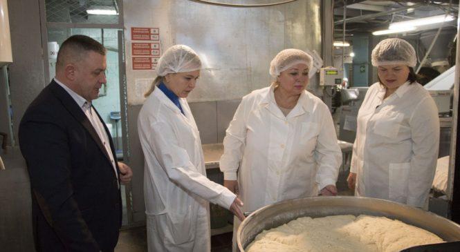 Глава муниципального образования познакомилась с работой Керченского хлебокомбината
