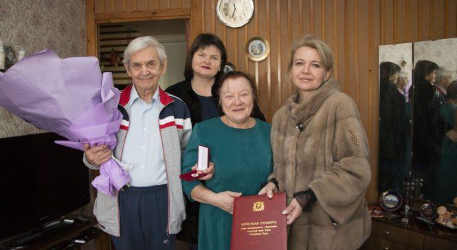 Сотрудники городского совета поздравили ветерана Юрия ЕФИМОВА с 90-летием