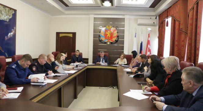 В Керчи проходят регулярные заседания комиссии по делам несовершеннолетних и защите их прав