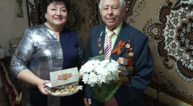 Ольга СОЛОДИЛОВА поздравила ветерана войны с Днем защитника Отечества
