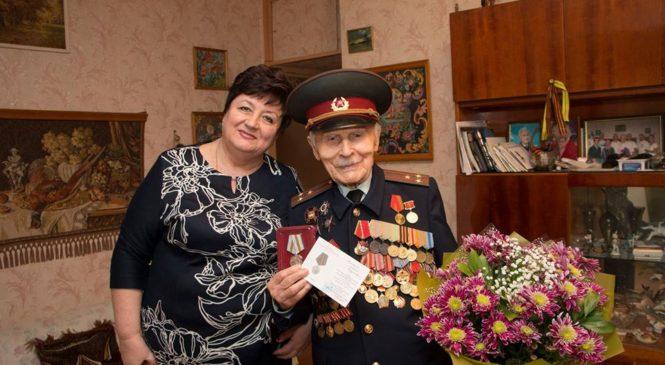 Ольга СОЛОДИЛОВА вручила юбилейные медали «75 лет Победы в Великой Отечественной войне 1941 — 1945 гг.» керченским ветеранам
