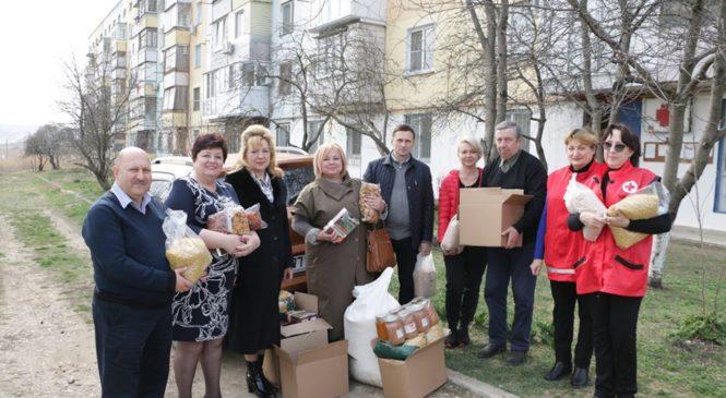 Депутаты горсовета привезли продукты питания местному отделению «Российского Красного креста»