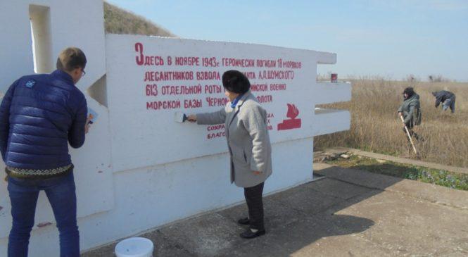 Депутаты благоустраивают памятные места к предстоящим праздникам