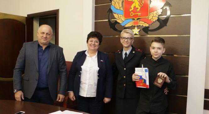 В канун Дня воссоединения Крыма и России юным керчанам вручили паспорта Российской Федерации